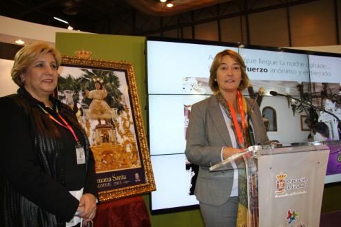 LA ALCALDESA DE MOTRIL, LUISA GARCÍA, PRESENTA EN FITUR EL CARTEL OFICIAL DE LA SEMANA SANTA MOTRILEÑA (Foto: E.F.)