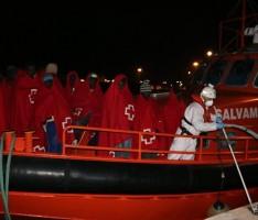 LLEGADA DE INMIGRANTES AL PUERTO DE MOTRIL (Foto: Archivo El Faro)