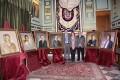 ROJAS, CHAMORRO Y RUBIALES POSAN JUNTO A LOS SEIS RETRATOS DE LOS ALCALDES DE LA DEMOCRACIA EN MOTRIL (Foto: E.F.)