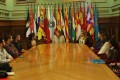 LA ALCALDESA Y LA CONCEJALA DE EMPLEO EN UNA REUNIÓN CON JÓVENES EN EL SALÓN DE PROTOCOLOS DEL AYUNTAMIENTO DE MOTRIL (Foto: El Faro)