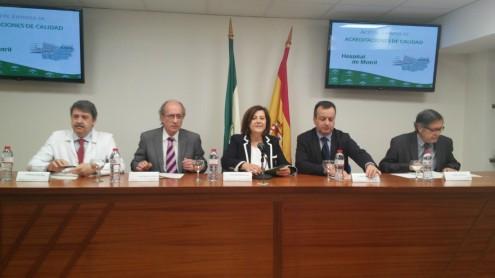 LA CONSEJERA, Mª JOSÉ SÁNCHEZ, JUNTO A RESPONSABLES DEL ÁREA SANITARIA SUR DE GRANADA (Foto: El Faro)