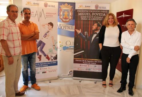 LAS AUTORIDADES LOCALES Y LOS ORGANIZADORES JUNTO A LOS CARTELES PROMOCIONALES DE LOS CONCIERTOS (Foto: El Faro)
