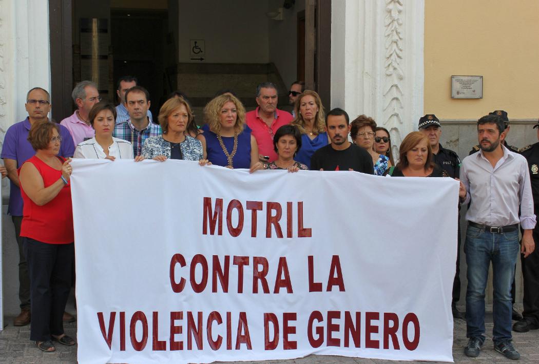 Motril guarda un minuto de silencio ante los ltimos casos de violencia de g nero el faro - Casos de violencia de genero ...