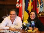 ANTONIO ESCÁMEZ Y ALICIA CRESPO, EN LA PRESENTACIÓN DE LAS VISITAS GUIADAS A LA LONJA PESQUERA DE MOTRIL (Foto: El Faro)