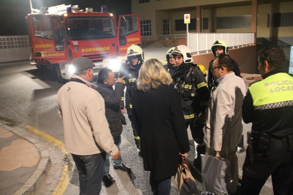 La alcaldesa de almu car visit los cuerpos de seguridad for Piscina municipal motril