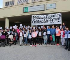 LOS PADRES, EN EL ENCIERRO, RECLAMAN UNA EDUCACIÓN PÚBLICA SIN RECORTES (Foto: Archivo El Faro)