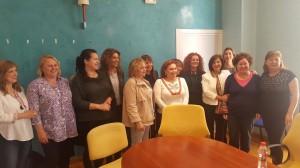La consejera de Igualdad y Políticas Sociales, María José Sánchez Rubio se ha reunido en Salobreña con representantes de las tres asociaciones locales de mujeres 'Mudesa', 'Mujeres Progresistas de Salobreña Hipatia' y 'Tropical' (Foto: El Faro)