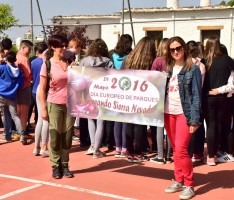 La delegada de Medio Ambiente comparte con el alumnado del IES Sulayr de Pitres un desayuno ecológico (Foto: El Faro)