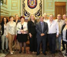 Miembros del equipo de Gobierno del Ayuntamiento de Motril y la Diputación con los firmantes del acuerdo (Foto: El Faro)