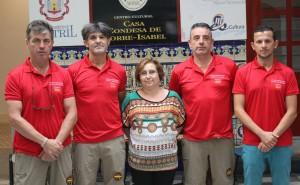 Mercedes Sánchez junto a los miembros de la Asociación de Guardia Civiles Solidarios (Foto: El Faro)
