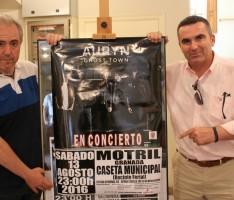 Francisco Ruiz y el gerente Juan Ruiz en la presentación del concierto de Auryn en las Fiestas Patronales de agosto (Foto: El Faro)