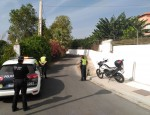 Control de la Policía Local en el acceso a Minasierra, uno de los caminos rurales de Motril (Foto: El Faro)