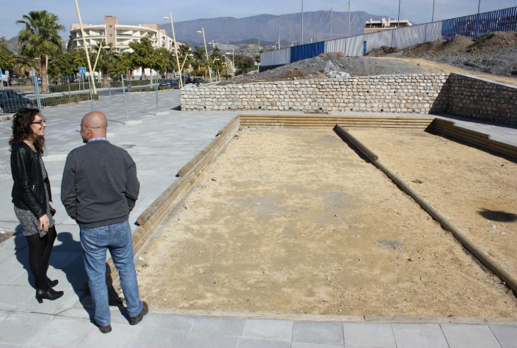 Contin an las obras de mejora del entorno del campo de for Mantenimiento de parques y jardines