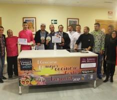 COCINEROS PARTICIPANTES JUNTO AL GANADOR, JOSÉ DE LA BLANCA (Foto: El Faro)