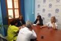 LOS POPULARES SE REUNEN CON LOS REPRESENTANTES DE 'AUPA' (Foto: El Faro)