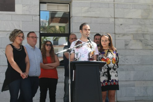 MOMENTO DEL ACTO LGTBI EN SALOBREÑA (Foto: El Faro)