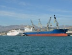 Barcos de marcancía general en el Puerto de Motril (Foto: Archivo El Faro)