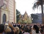 LA VIRGEN DE LA CABEZA CORONADA EN SU SALIDA EN PROCESIÓN DESDE EL SANTUARIO (Foto: El Faro)