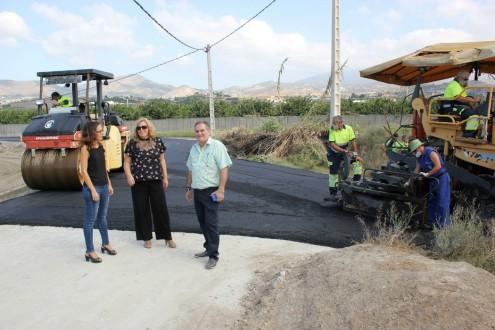Gloria Chica, Flor Almón y Antonio Escámez en el camino rural Huerta Don Gómez (Foto: El Faro)