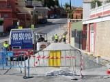 Obras de acerado en la zona norte junto a la rotonda del Hospital al final de la Ronda de Poniente (Foto: El Faro)