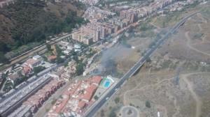 IMAGEN DE UN INCENDIO JUNTO A UNA URBANIZACIÓN HABITADA (Foto: El Faro)
