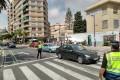 Agentes de la Policía Local regulan el tráfico en la avenida de Salobreña (Foto: El Faro)
