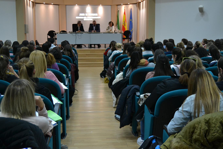 El delegado presenta a los funcionarios las pr cticas a for Funcionarios docentes en el exterior