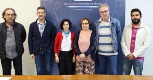 Mercedes Sánhez junto a Francisco Ruiz, Genoveva Mena, y miembros de la Junta directiva del Conservatorio de Música (Foto: El Faro)