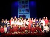 Foto de familia con los niños y niñas de los diferentes centros educativos que han leído en el acto por el Día de los Derechos Humanos (Foto: El Faro)
