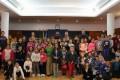 Foto de familia junto a los niños y niñas participantes en el Pleno Escolar (Foto: El Faro)