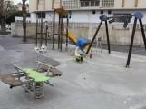 PINTADO DE COLUMPIOS EN EL PARQUE INFANTIL DEL BARRIO DE LA PALOMA (Foto: El Faro)