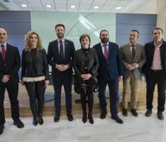 Sandra García (Delegada del Gobierno andaluz), junto a los delegados elegidos por la Comisión de Coordinación de la Junta en Granada, integrada por los siete delegados territoriales y las coordinadoras del IAM y el IAJ. (Foto: El Faro)