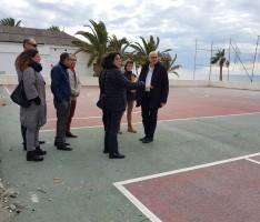 Visita a la pista polideportiva de la playa (Foto: El Faro)