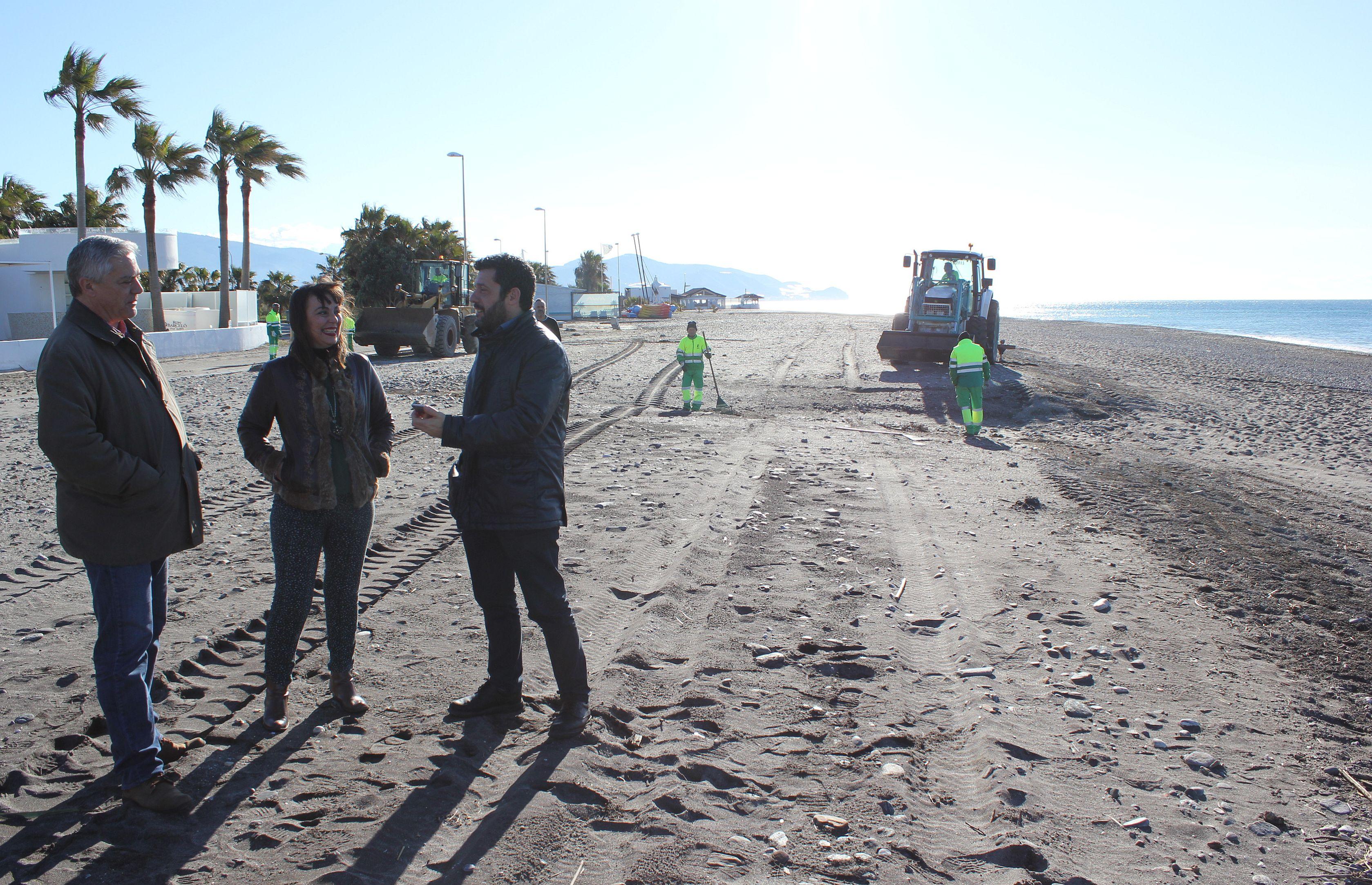 Alicia Crespo y Francisco Sánchez-Cantalejo en playa Granada (Foto: El Faro)