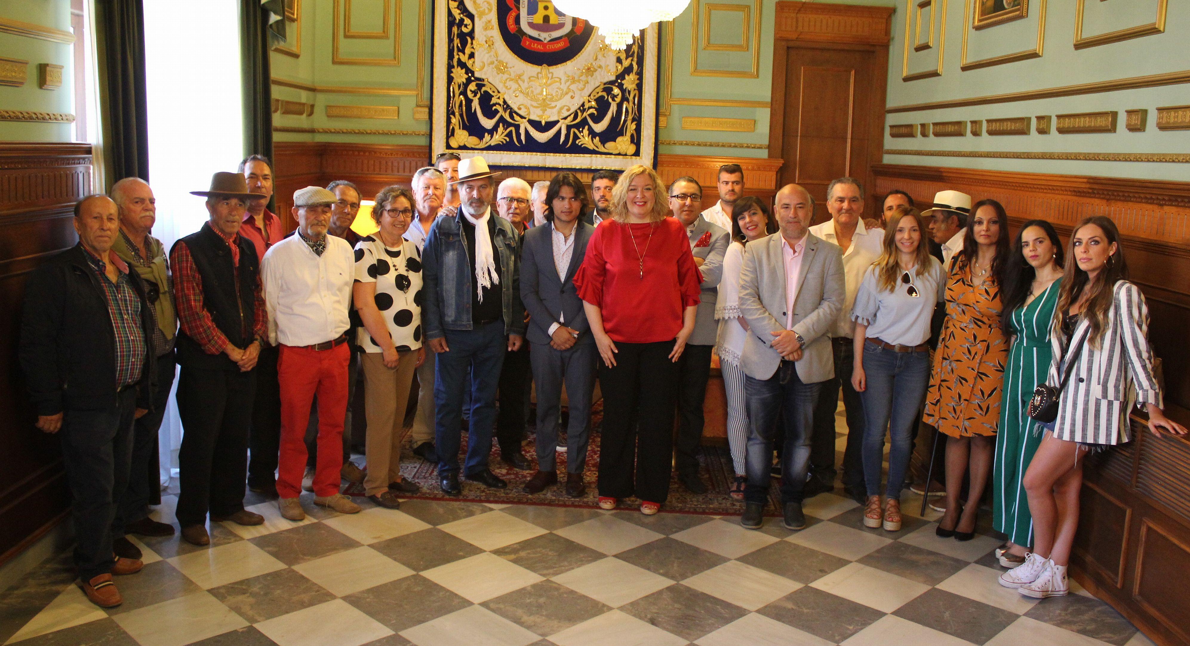 Foto de familia presentación segundo festival flamenco Motril Puerto del Azúcar (Foto: El Faro)