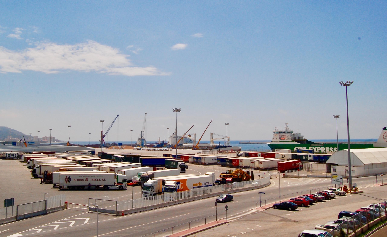 Vista genérica del muelle de las Azucenas en el Puerto de Motril (Foto: El Faro)