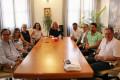 Reunión del Gobierno municipal con la Asociación de Vecinos de Playa Granada (Foto: El Faro)
