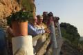 Las autoridades en un tramo del camino de la Tejilla (Foto: El Faro)