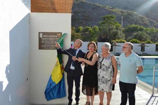 El municipio de torvizc n suma una piscina a sus for Piscina municipal vicente del bosque