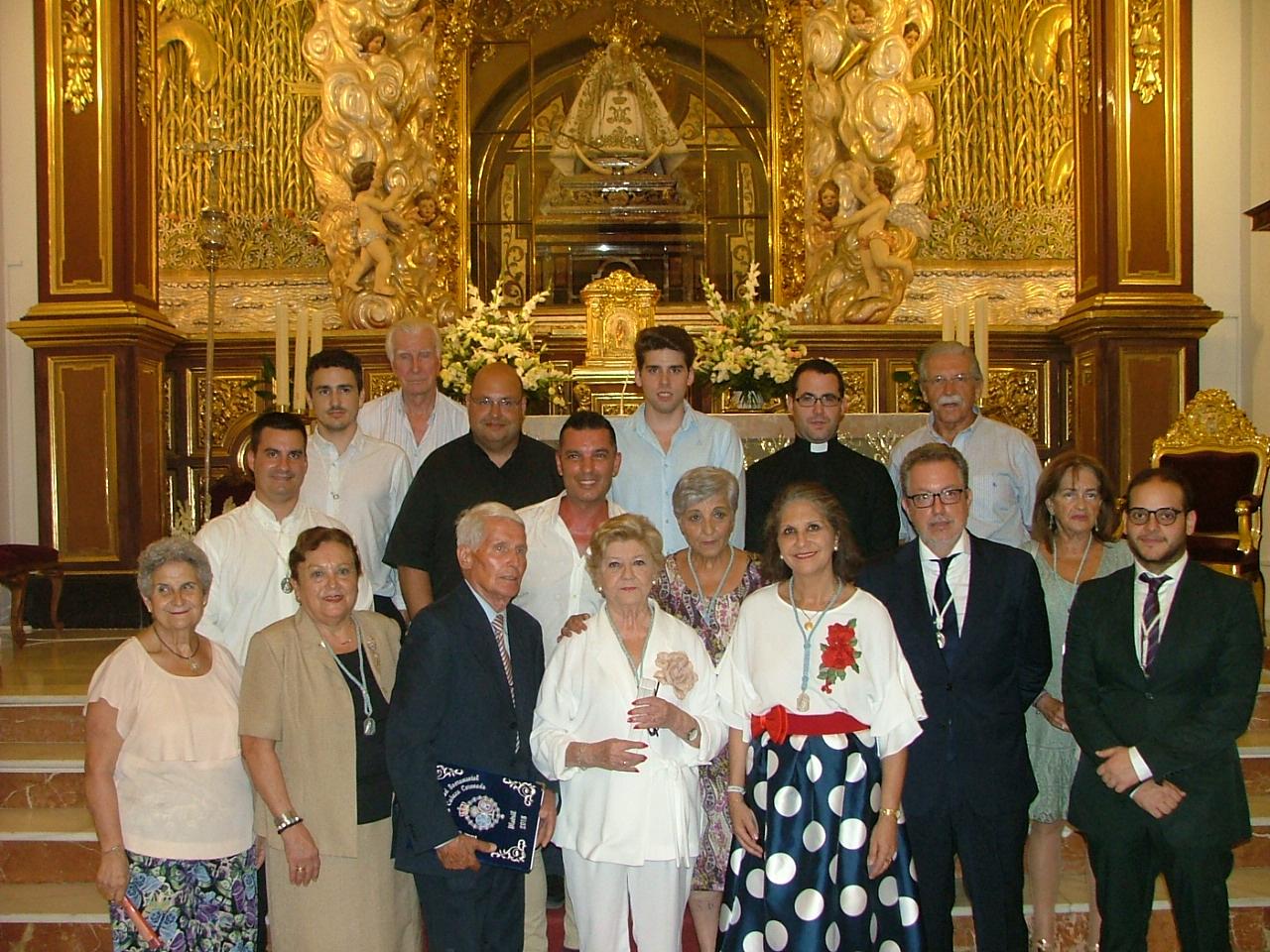 FOTO DE FAMILIA TRAS EL PREGÓN DE MARI PEPA GÓMEZ (Foto: El Faro)
