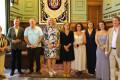 Foto de familia con la consejera de Sanidad en el salón de protocolo de Motril (Foto: El Faro)