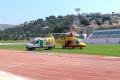 HELICOPTERO JUNTO A LA UVI MÓVIL 061 EN EL ESTADIO FRANCISCO BONET DE ALMUÑÉCAR (Foto: El Faro)