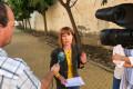 DANIELA PAQUÉ ATIENDE A LOS MEDIOS EN LA AVDA EUROPA DE MOTRIL (Foto: El Faro)