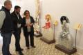 Mercedes Sánchez, Francisco Sánchez-Cantalejo y Francisco Ruiz en la exposición Menineando con Gloria (Foto: El Faro)