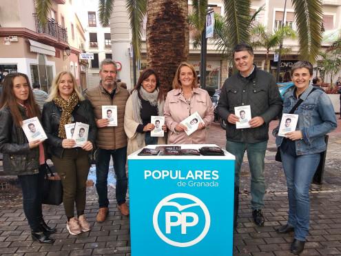 LOS POPULARES EN PLENA CAMPAÑA ELECTORAL EN MOTRIL (Foto: El Faro)