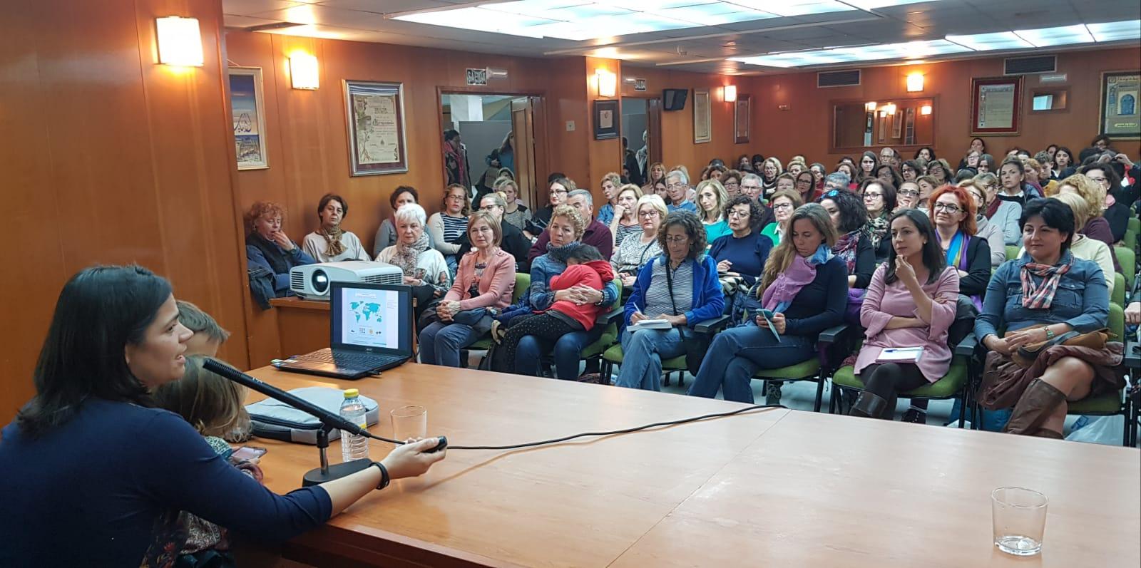 UN MOMENTO DEL ACTO DE PRESENTACION DEL LIBRO DE ODILE FERNANDEZ EN ALMUÑECAR (Foto: El Faro)