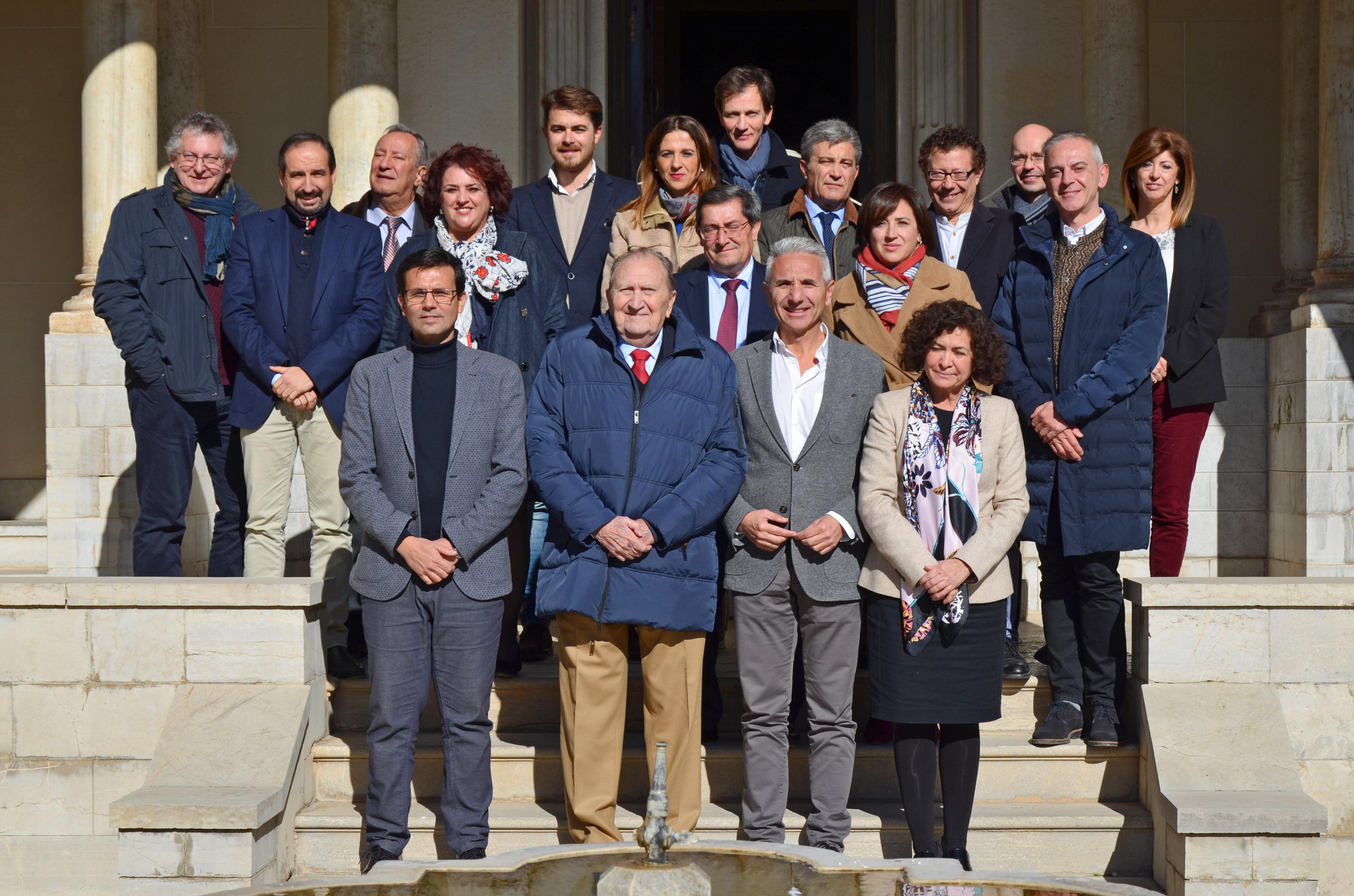 FOTO DE FAMILIA DE LOS PATRONOS DE LA FUNDACIÓN