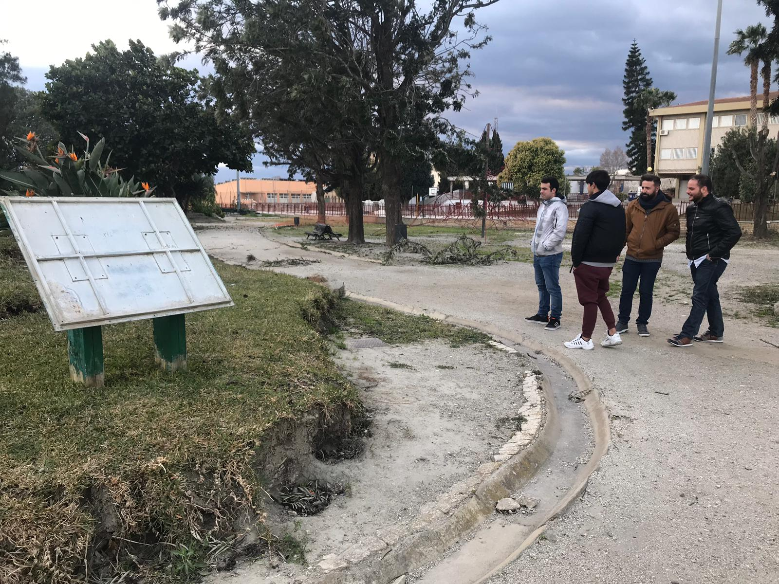 LOS JÓVENES POPULARES EN EL PARQUE DE LOS PUEBLOS DE AMÉRICA