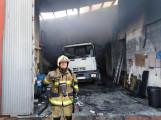 Un Bombero tras las tareas de extinción del incendio