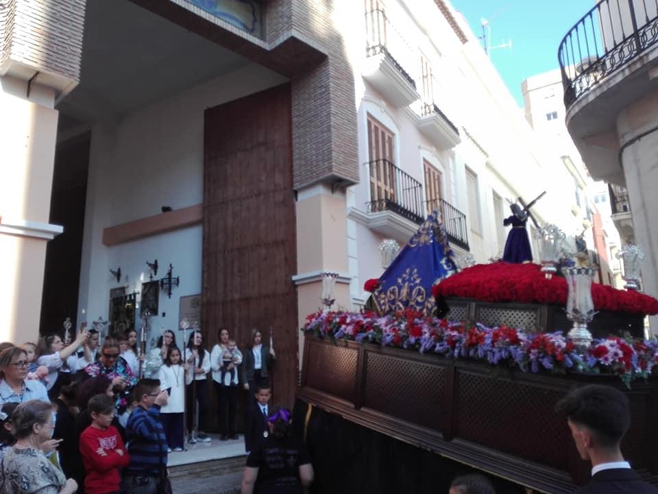 EL PASO DEL GRUPO JOVEN ANTE SU CASA DE HERMANDAD EN CALLE MONJAS
